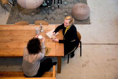 5 gouden tips om bij je klant aan tafel te komen